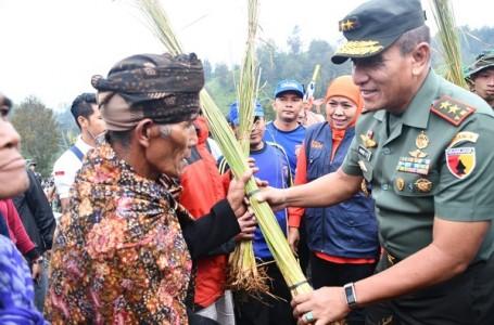 50 Ribu Rumput Vertiver Disebar Di Ranupani Lumajang