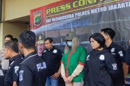 Usai Konferensi Pers, Lucinta Luna Dibawa ke Lab BNN Lido Bogor