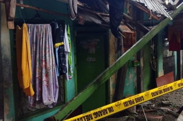 Rumah Juragan Kos-Kosan 20 Pintu di Mampang Prapatan Roboh