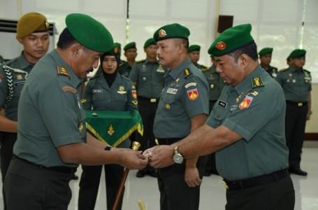 Pangdam IV Diponegoro Menerima Penyerahan Tugas