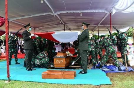 Pangdam IV Pimpin Upacara Pemakaman Bob Hasan