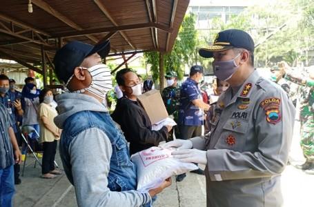 Kapolda Jateng Bersama Pangdam Bagikan Sembako di 1.126 Titik