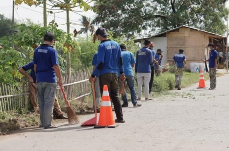 Lapas Pasir Tanjung Bersama Warga Gotong Royong Bersihkan Jalan