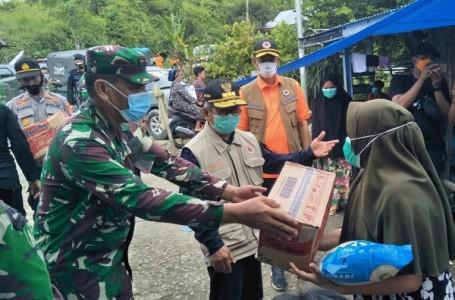 TNI Bersama PemdaDidistribusikanBantuan Gempa di Sulbar
