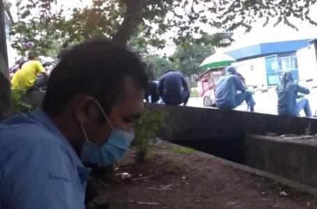 Obrolan Santai Para Supir di Kawasan EJIP Kabupaten Bekasi
