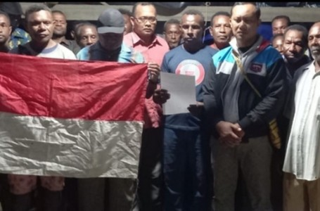 Pentolan Teroris OPM Papua Alex Hamberi Menyerahkan Diri