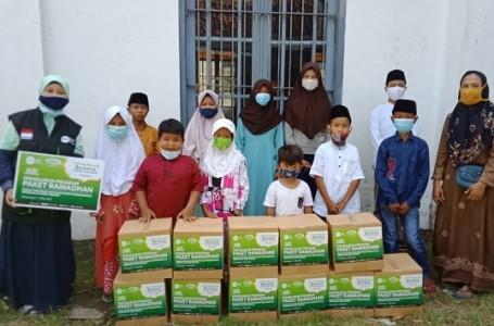 BPKP Bersama IZI Jateng Salurkan Paket Sembako Kaum Dhuafa