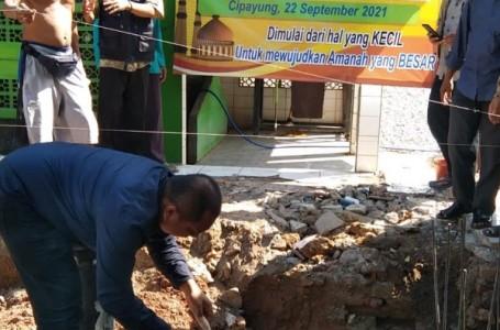 Kades Cipayung Bekasi Letakan Batu Pertama Pembangunan Masjid Al-Falah